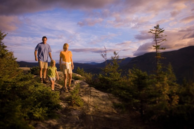 Bretton-Woods-family-hiking