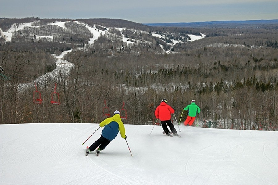 Skiers enjoy a run on the Head's wide open slopes. (Indianhead)