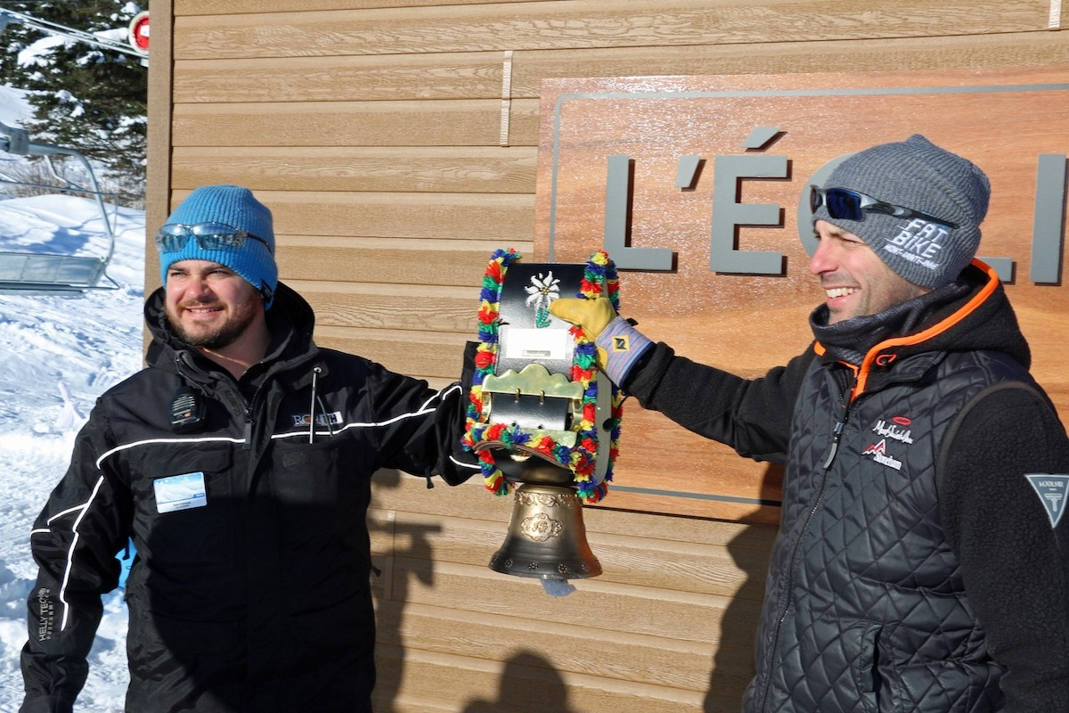 Doppelmayr inauguration bell held by Jean-François Vachon, director of operations at Stoneham Mountain Resort, and Jonathan Gingras, regional director of the maintenance department, Stoneham and Mont-Sainte-Anne. (Stoneham)