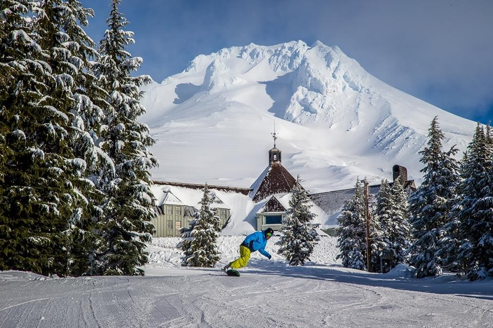 Timberline-Lodge-Snow