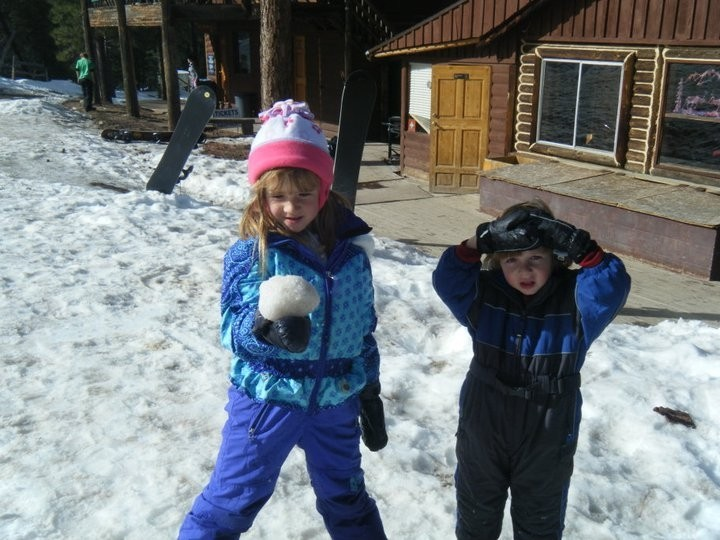 Family fun outside base lodge at Elk Ridge (Elk Ridge/Facebook)