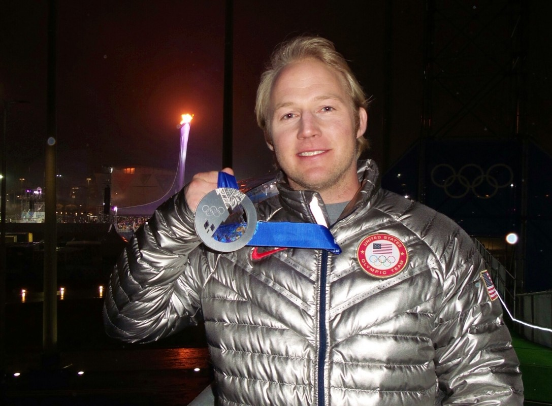 Andrew Weibrecht shows off his Sochi hardware. (Mirror Lake Inn)