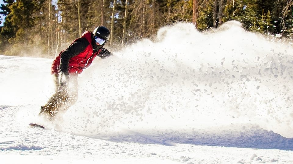 Carve up the pow' while waiting for the federal government to reopen. (Angel Fire Resort/Facebook)