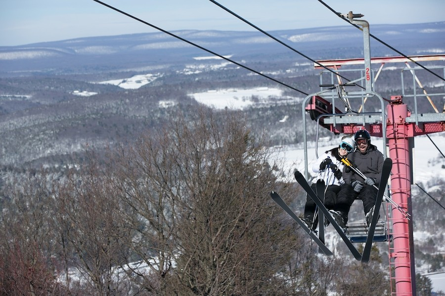 Have fun with your ski mate on the Vista chair at Blue Mountain. (Blue Mountain)