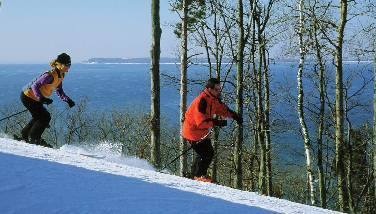 A couple enjoy a run on the Homestead's slopes overlooking Lake Michigan. (Facebook/The Homestead)