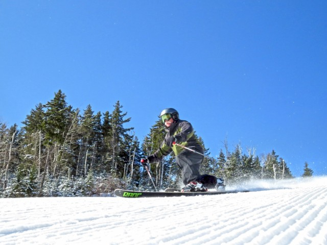 Bretton-Woods-senior-telemark-skier