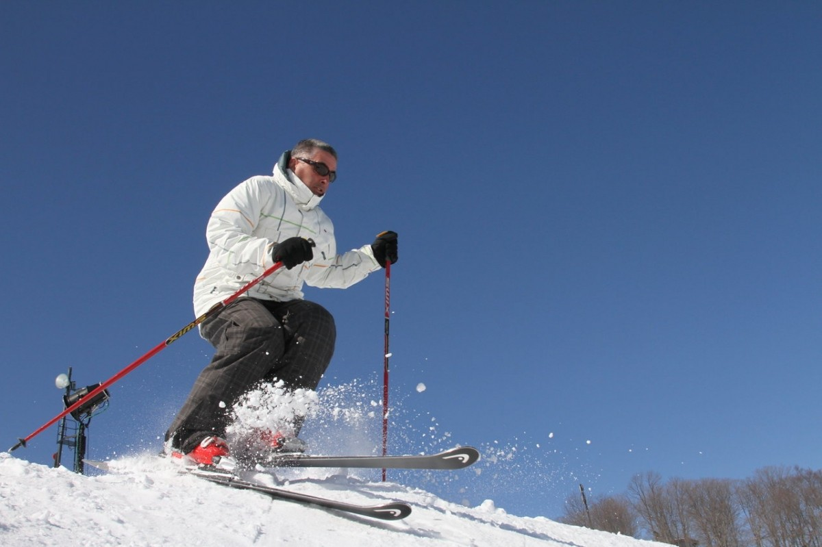 boyne_mountain_hitting_the_moguls_at_top_of_aaurora_boyne